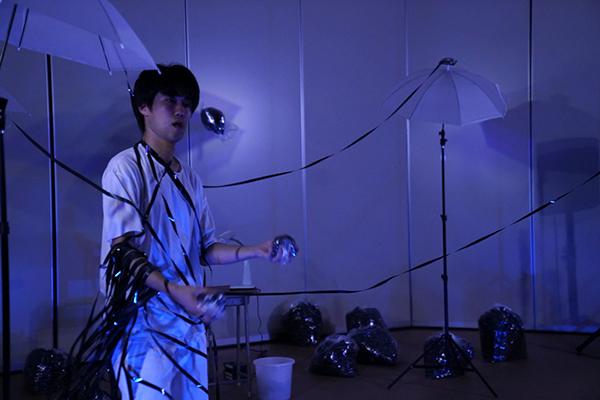 岡本晃樹 アートサーカス公演「Magnetic Sea」